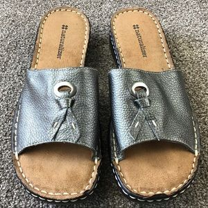 Naturalizer Silver Leather Slip On Sandal Size 7.5